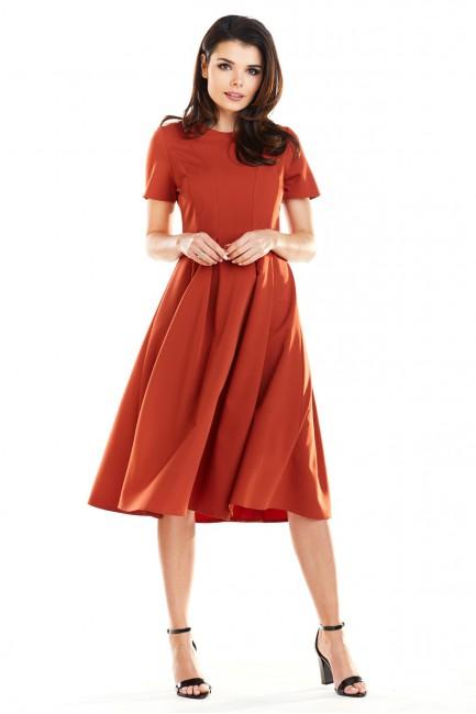 Rozkloszowana sukienka w kontrafałdy - ceglasta
