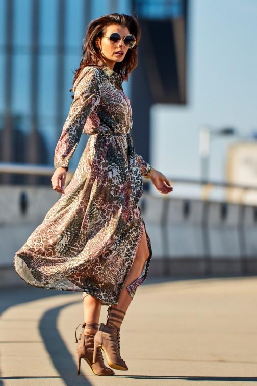 CM4173 Trapezowa sukienka maxi z rozcięciem - brązowa