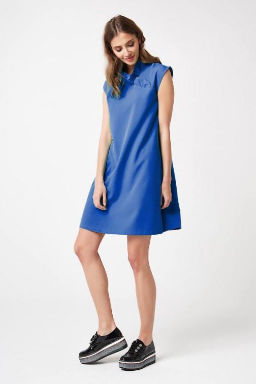 CM4207 Trapezowa sukienka bez rękawów - niebieska