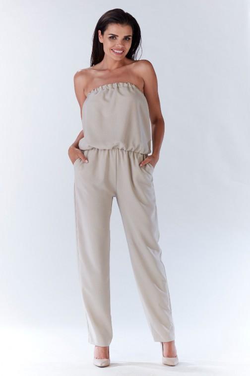 Elegancki kombinezon w odsłoniętymi ramionami - beżowy