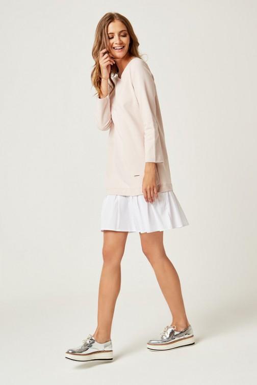 Dresowa sukienka z falbanką - pudrowy róż