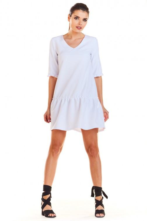 Prosta sukienka z dekoltem w serek biała
